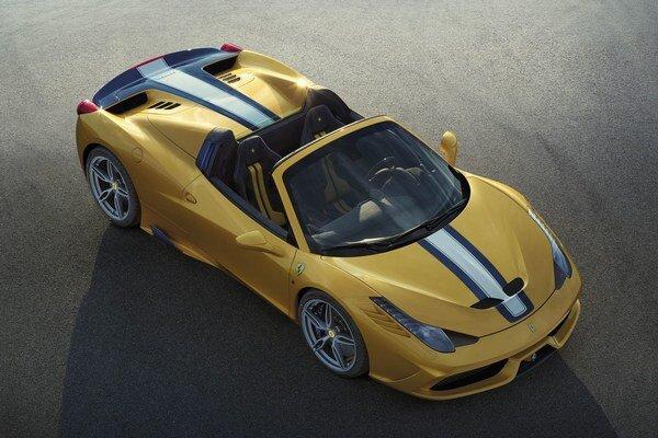 Roadster Ferrari 458 Speciale A. Firma Ferrari vyrobí len 499 kusov otvorenej verzie modelu 458 Speciale, poháňaného osemvalcom výkonu 445 kW.