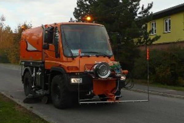 Zametacie vozidlo získali Oslany ešte v roku 2011.