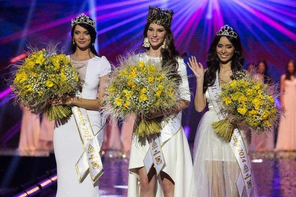 Víťazky. Miss Slovensko Laura, prvá vicemiss Lucia (vľavo) a druhá vicemiss Michaela (vpravo).