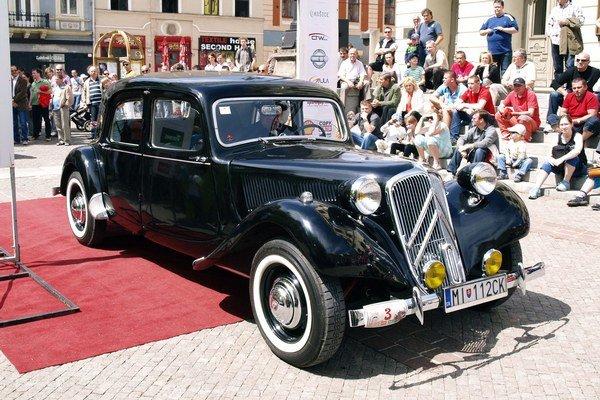Citroën CV11 z roku 1948. Túto limuzínu s michalovskou značkou sme videli na vlaňajšej súťaži elegancie Cassovia Retro v Košiciach.