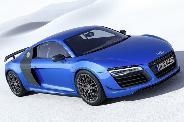 Audi R8 LMX s laserovými svetlometmi. Laserový modul diaľkových svetiel má štyri výkonné laserové diódy, ktoré sa zapnú pri dosiahnutí rýchlosti 60 km/h.