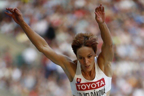 Dana Velďáková letí vzduchom na vlaňajších majstrovstvách sveta v Moskve.