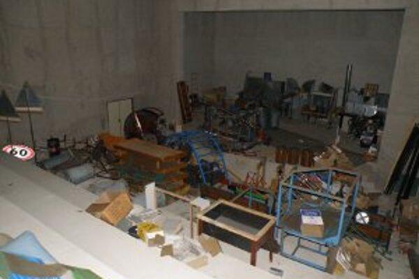 Nedokončená kinosála v Kanianke slúži v súčasnosti ako skladisko. Už onedlho by sa to malo zmeniť,