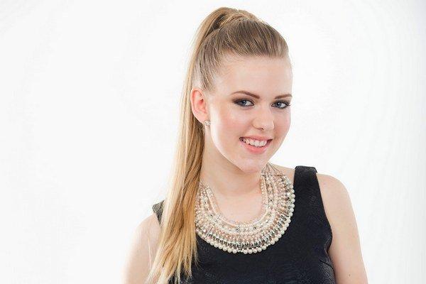 Kristína Mihaľová. Mladá, pekná, talentovaná, rada športuje a dokonca je nezadaná.