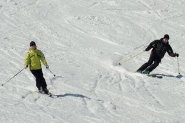Lyžiari budú mať v strediskách na hornej Nitre stále horšie podmienky na lyžovanie.