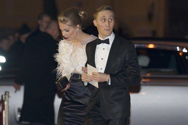 """Plesový debutant. Moderátor Matej """"Sajfa"""" Cifra plesal v Opere po prvýkrát. A keďže spoločnosť mu robila partnerka Veronika Ostrihoňová, je jasné, že kríza je naozaj zažehnaná a s markizáckou redaktorkou si opäť hrkútajú ako holúbky. Sajfa však pri precho"""