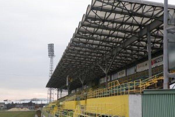 Vláda chce prievidzský štadión modernizovať, prispieť však musí aj mesto.