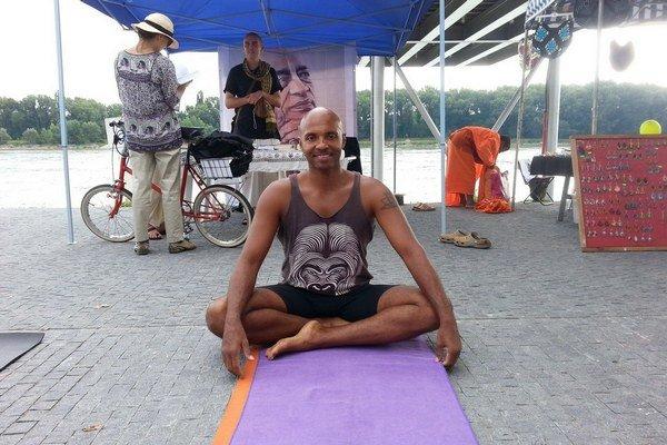 Ayisi si zamiloval predovšetkým jogu.
