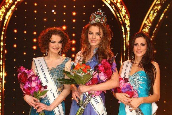 Tri najkrajšie. Kráľovnou je Silvia, druhá je Dária (vľavo) a tretia Michaela (vpravo).