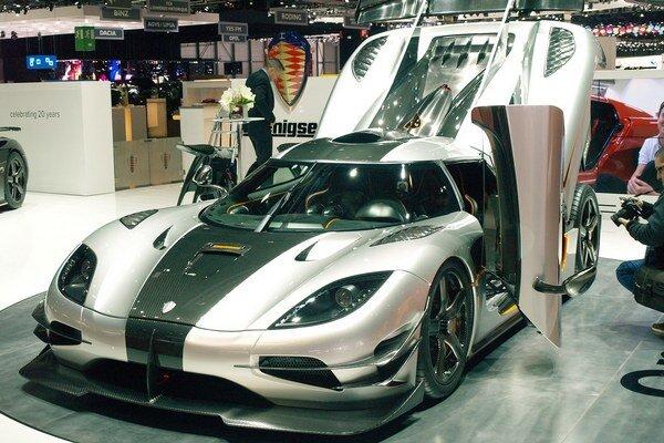 Megaauto Koenigsegg One:1. Kuriózne označenie One:1 znamená, že pomer výkonu motora a hmotnosti tohto vozidla je 1:1.