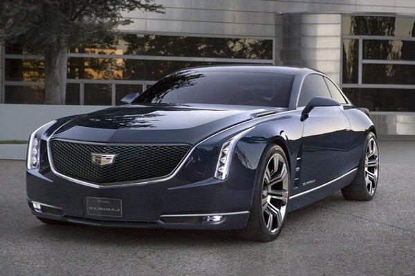Štúdia luxusného kupé Cadillac Elmiraj. Dizajnérske prvky, uplatnené na tejto štúdii, sa objavia aj na sériových vozidlách značky Cadillac.