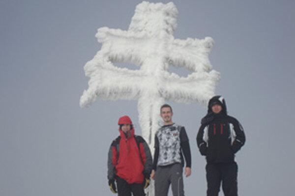 Študenti zvládli výstup aj v zime.