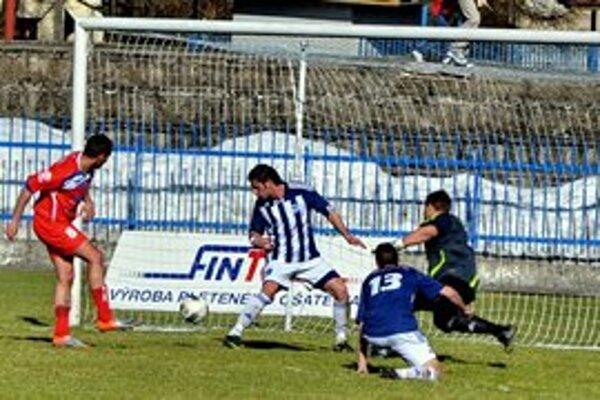 Dve šance, dva góly. Lokomotíve stačili na Spiši dve gólové šance. Na snímke Roman Jurko vyrovnáva na 1:1.