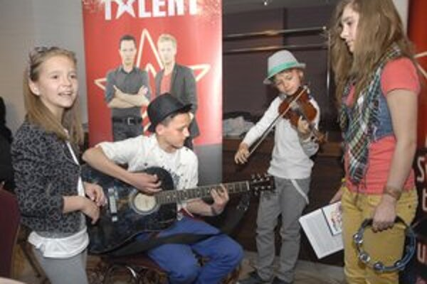 Kisses z Margecian. Skupina si pripravila pesničky od slovenských speváčok.