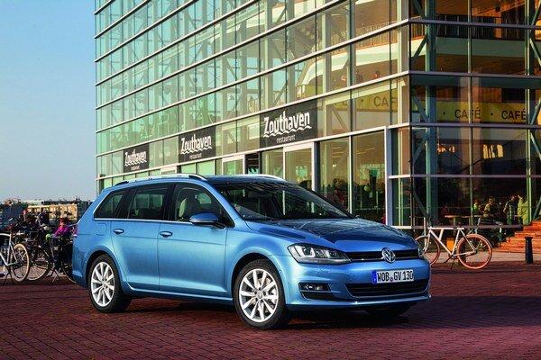 Kombi Volkswagen Golf Variant. Variant príde na trh v auguste, a to so siedmimi úspornými pohonnými jednotkami, pokrývajúcimi výkon od 63 kW do 110 kW.