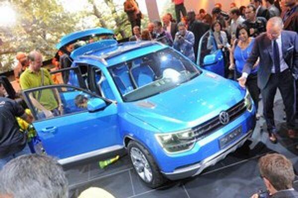 Štúdia Volkswagen Taigun. Štúdiu kompaktného športovo-úžitkového vozidla predstavuje Volkswagen na autosalóne v Sao Paule.