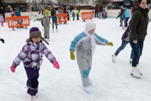 V centre Prievidze sa najbližší víkend bude opäť korčuľovať.
