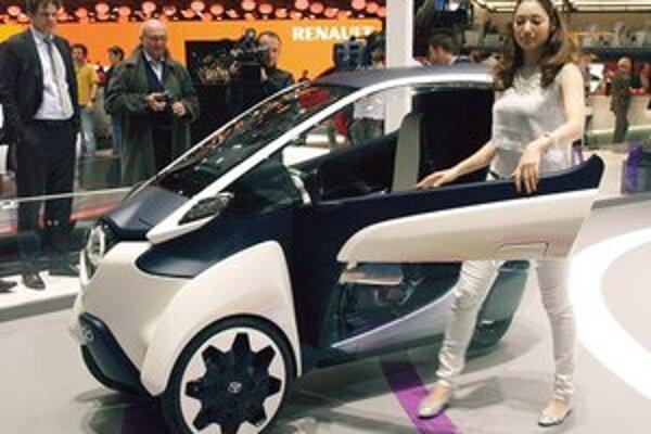 Koncepčná Toyota i-Road. Dvojmiestna trojkolka s elektrickým pohonom je určená najmä do hustej mestskej premávky.