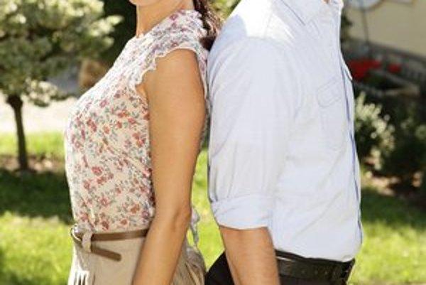 Rozdelení milenci. Alexander Bárta a Zuzana Kanócz stvárňujú hlavné úlohy.