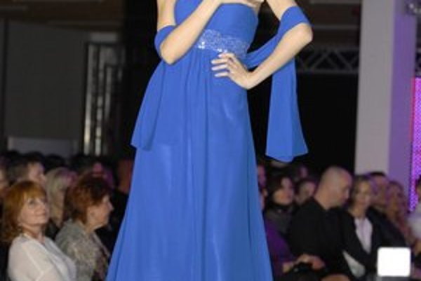 Plesové róby. Andrea do Košíc priviezla americkú značku, ktorá má v ponuke očarujúce šaty za fajn ceny.