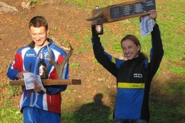 Dávidík a Labašová s trofejami.