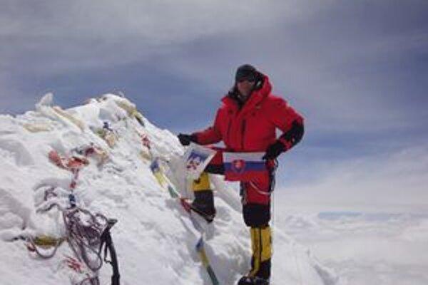 Peter Hámor. Na samom vrchole piatej najvyššej hory sveta - Makalu (8463 m n. m.).