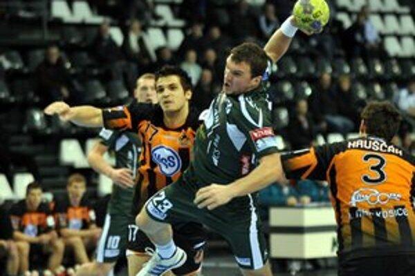 Žarko Pejovič. Posila Tatrana (na snímke uprostred) sa v derby zapísala poltuctom gólov.