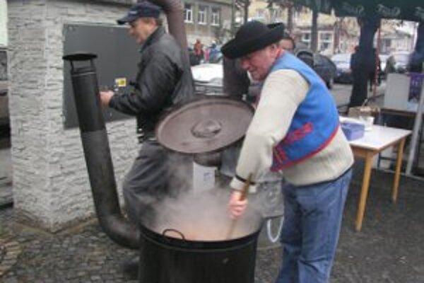 Kapustnica sa v centre Handlovej bude variť vo veľkých kotloch.