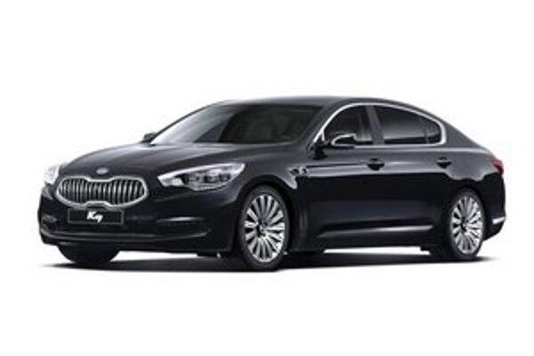 Limuzína Kia K9. S troškou prižmúrenými očami pripomína nová kia limuzínu BMW triedy 7.