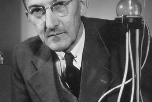 Jaroslav Heyrovský. Nobelovu cenu dostal za objav polarografie.