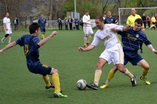 Bojovalo sa o každú loptu. V zápase medzi rezervou MFK Zemplín a Vyšným Opátskym sa zrodila remíza 2:2.
