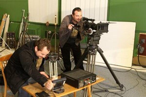 Nakrúcanie videoklipu. Ivan v ňom účinkoval a žeby zvládal aj kameru?
