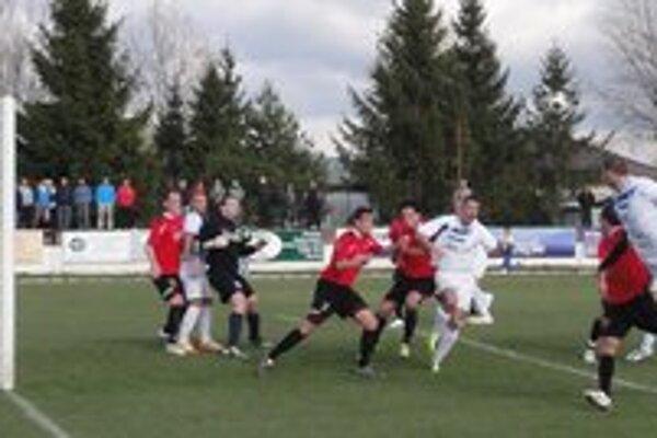 Futbalisti Starej Ľubovne podľahli béčku Moldavy na svojom domácom trávniku rozdielom triedy 0:3.