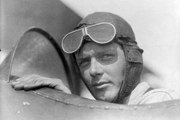 Charles Augustus Lindbergh. Do histórie letectva sa zapísal prvým nonstop letom z New Yorku do Paríža.