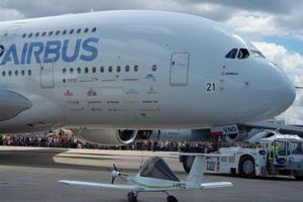 Najväčší a najmenší na svete. Airbus A380 a Cri Cri.