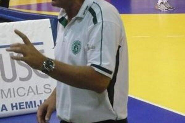 Tréner hádzanárov. D. Rašič ladí formu aktuálne na septembrovú kvalifikáciu.