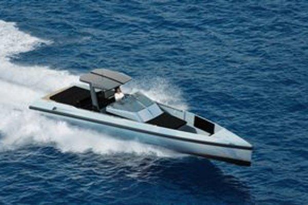 Luxusý čln Wally//One. Čln, vystrojený dvomi motormi výkonu po 276 kW, dosahuje maximálnu rýchlosť 87 km/h.