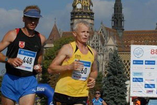 Šesťdesiatnik. Pavol Madár (vpravo) oslávil okrúhle výročie aktívne.