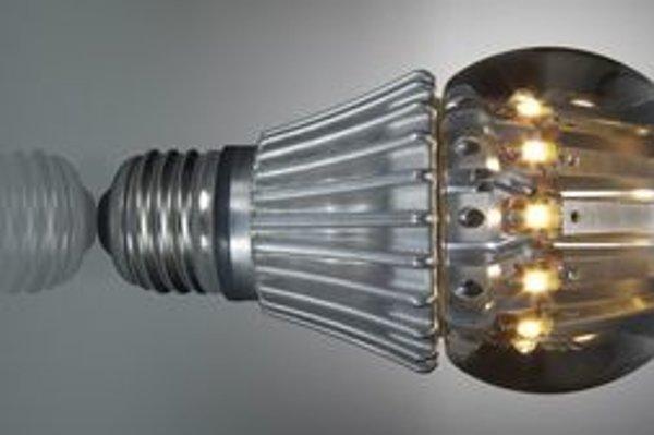 """""""Ledková"""" žiarovka. Má svietivosť klasickej 100 W žiarovky, ale jej príkon je len 16 W."""