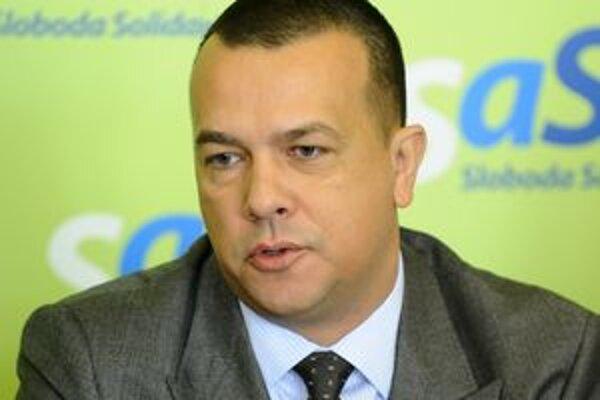Minister Miškov sľubuje východniarom dobrú správu.
