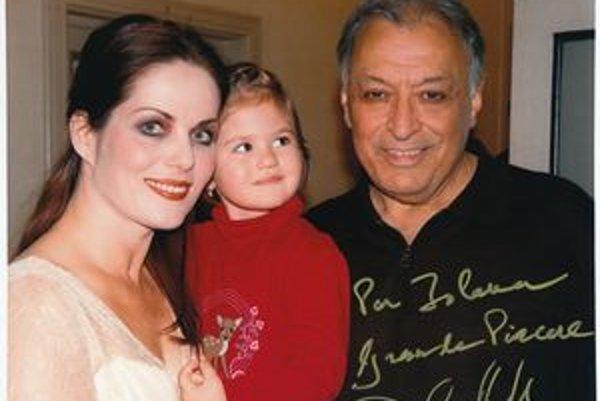 Jolana Fogašová s dcérou a dirigentom Zubinom Mehtom