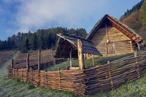 Rekonštruované keltské obydlie. Nachádza sa v nálezisku Havránok pri vodnej nádrži Liptovská mara.