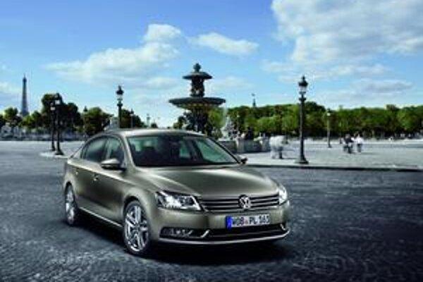 Volkswagen Passat novej generácie. Predná maska nového passatu pripomína väčší model Phaeton.