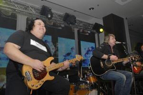 Miko Hladký. V skupine je od začiatku, rovnako ako jeho brat Maroš a bubeník Georgio.