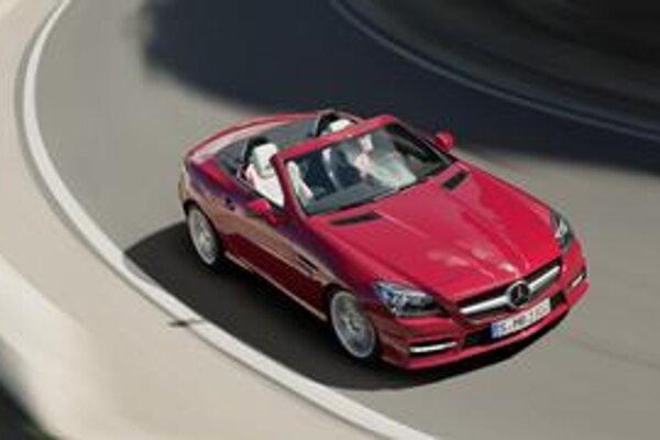 Roadster Mercedes-Benz SLK. Poznávacím znakom roadstera novej generácie je výrazná predná maska.