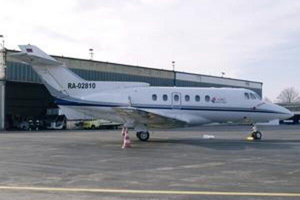Bizjet typu HS-125-700A. Lietadlo bolo vyrobené v roku 1977 a patrí ruskej spoločnosti Aerolimousine.