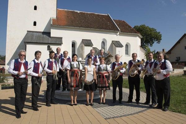 Obecná dychovková kapela Lutilka.