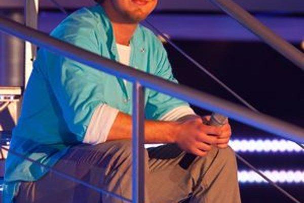 Darí sa mu. Lukáš je výborný spevák, šarmantný chlap a Helena asi nie je jedinou ženou, ktorej sa páči.