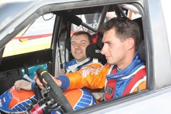 Posádka Styllexu motorsport. Dvojica Jozef Béreš jr. a Róbert Muller s napätím čaká na štart novej sezóny.