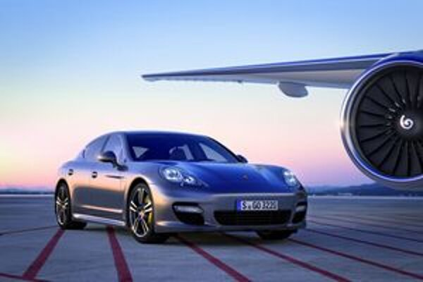 Porsche Panamera Turbo S. Výkon 4,8-litrového osemvalca bol zvýšený na 405 kW.